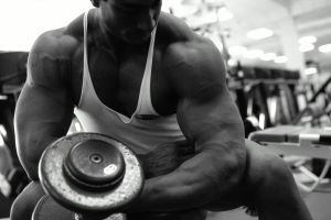 SERIOUS BODY BUILDER WORKING OUT IN GYM