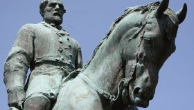 Charlottesville City Council Votes To Cover Statues Of Robert E. Lee And Stonewall Jackson