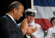 US President Barack Obama receives appla